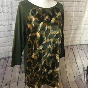Satin and cotton glam camouflage tee.